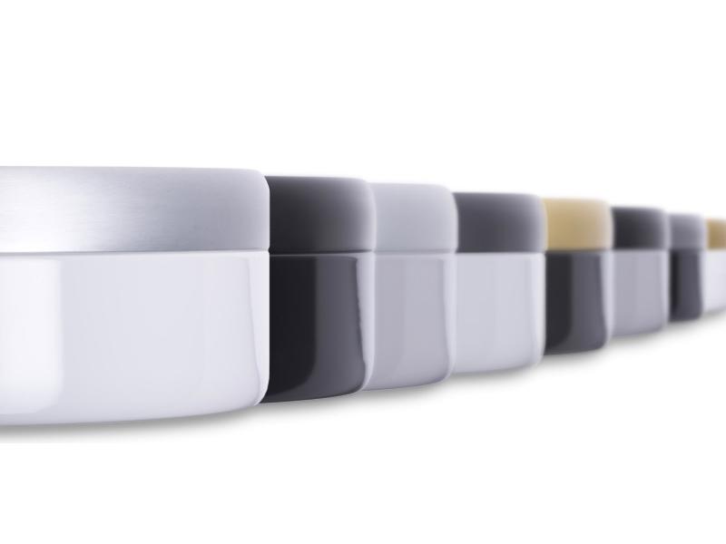 Katzentoiletten aus Emaille in verschiedenen Farben