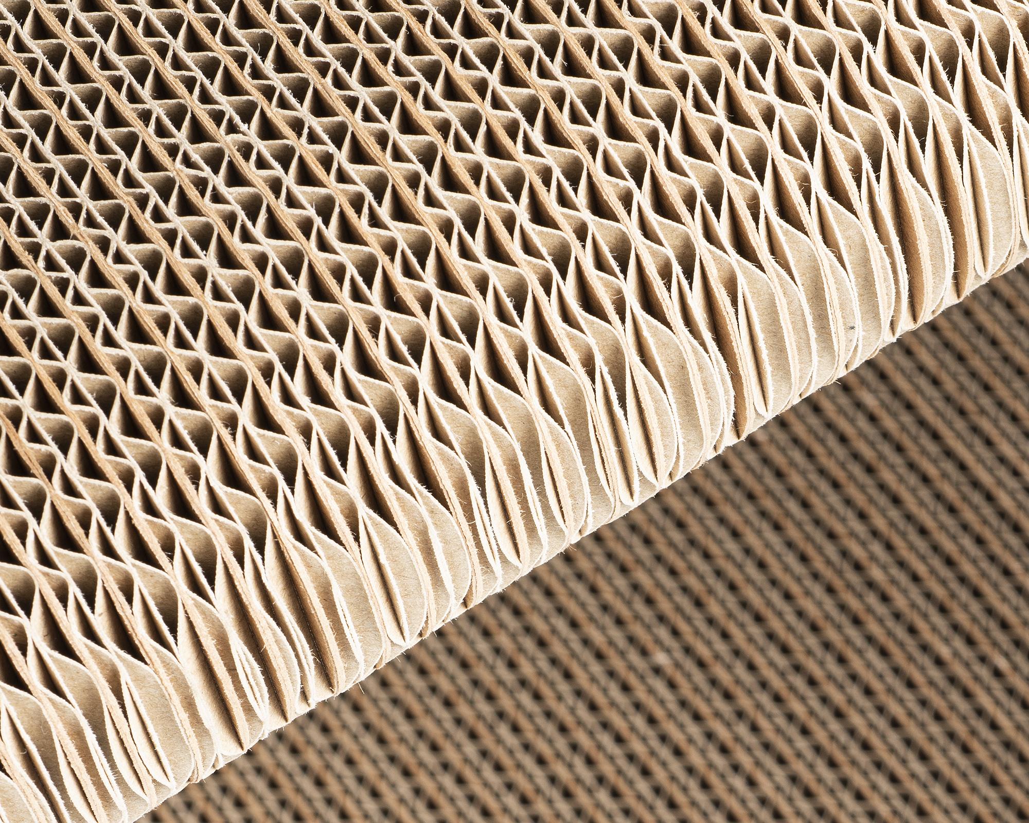 Hochwertige Kratzmöbel aus fsc-zertifizierten Schwerlastwellpappe mit langen Frischholzfasern