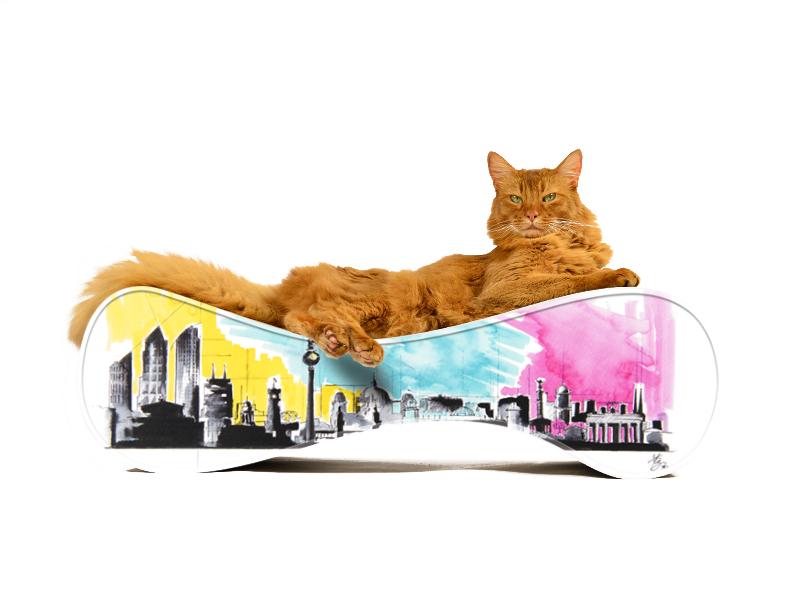 Kratzmöbel Le Ver mit Berliner Skyline
